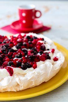 Un dessert tellement simple, mais qui en jette à chaque fois. D'origine Australienne ou Néo Zélandaise , ce dessert et léger et frais à la fois. N'hésitez pas à mettre les fruits que vous voulez dessus afin de varier les plaisirs et de satisfaire vos...