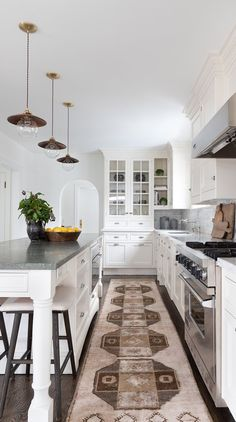 taditional kitchen with lush floor rug runner Kitchen Interior, New Kitchen, Kitchen Ideas, Kitchen Island, Gold Rug, Create Space, Creative Decor, Kitchen Styling, Design Firms