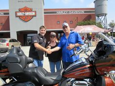Congrats to Cheryl & Richard on the purchase of a CVO Road Glide from all of us @ #mikebrunosbayoucountryharleydavidson #bayoucountryharley #harley #harleydavidson Enjoy the back roads of LaPorte, TX!