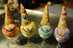 Happy ice cream cones: I could see these at a kid's birthday party. Cute Food, Good Food, Yummy Food, Delicious Desserts, Spearmint Baby, Ice Cream Party, Partys, Food Humor, Favim