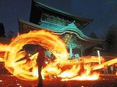 熊本県の阿蘇神社、火振り神事 Fire swing festival at Aso Shrine, Kumamoto