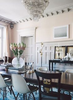 Blush walls in a traditional dining room with modern chairs on Thou Swell Kevin O'Gara Room Interior Design, Dining Room Design, Home Interior, Dining Area, Interior Walls, Dining Rooms, Home Living, Living Spaces, Blush Walls