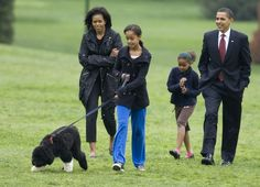U.S. President Barack Obama (R) presents the first family's new Portuguese Water Dog puppy, Bo, on the South Lawn with his family at the White House in Washington April 14, 2009. With Obama are first lady Michelle Obama and daughters Malia (C) and Sasha. Bo, now seven years old, has since been joined by Sunny. Photo By Larry Downing/Reuters