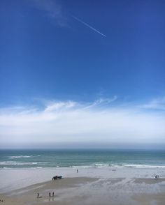 Un autre ailleurs... Pas très loin... Parce qu'un beau ciel bleu le matin...Ça fait du bien  #avrilcafeine #unailleurs #latergram #naturelovers #naturelover_gr #sealovers #skyporn #hautdefrance #hautdefrancetourisme #lille_focus_on #wimereux #bluesky