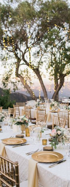 Gold wedding reception gold styling gold decor Gold Wedding Inspiration Gold Wedding Ideas Gold Luxe Wedding Gold Glitter Wedding Gold Wedding Theme Gold Wedding Decor Gold Wedding Ceremony and Reception Gold Wedding Style Wedding Table, Rustic Wedding, Wedding Reception, Wedding Venues, Wedding Ideas, Gold Wedding Theme, French Wedding, Timeless Wedding, Wedding Poses