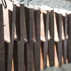 TEHDÄÄN HYVIN | HANDMADE QUALITY Työvaihe: Nojatuolin jalkoja | Craft: Legs for armchairs ⠀ Tuotantolinja: Sohvat | Production line: Sofas  #pohjanmaan #pohjanmaankaluste #käsintehty
