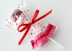 Here's aValentine's treat that is super easy, and perfect to send along with your little sweeties to share with their friends. My daughter's love to help make these. I've made them several times (and for different holidays by simplychanging the sprinkles) after seeing the idea several years ago on Grace Violet. All you need… One …