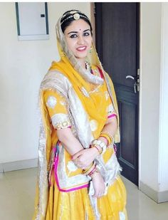 Shivani Rathore 💫 Rajasthani Bride, Rajasthani Dress, Pakistani Dresses, Indian Dresses, Rajput Jewellery, Rajputi Dress, Marriage Dress, Indian Princess, Designer Bridal Lehenga