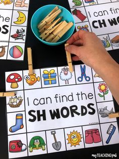 Digraph Clip Cards - Students clip the pictures that match the sh, ch, th, wh, ph and ck digraphs. Kindergarten Reading, Preschool Learning, Kindergarten Classroom, Teaching Reading, Learning Activities, Teaching Kids, Learning Quotes, Teaching Resources, Reading Centers