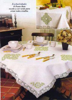 toalha de mesa bordada em ponto reto
