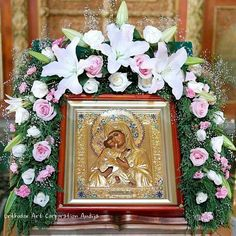 Santa Madre deDios. Church Flowers, Funeral Flowers, Images Of Mary, Funeral Flower Arrangements, Sympathy Flowers, Jesus Art, Madonna And Child, Orthodox Icons, Fresh Flowers