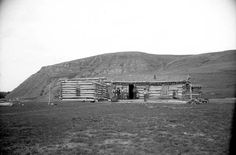 In Wyoming, the primary use of sod in building construction was in the roofs. Thus, log and stone cabins would often have a sod roof.
