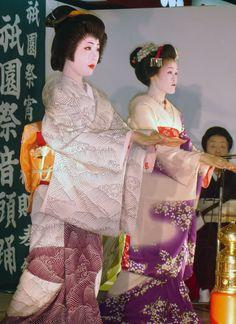 A geiko and maiko dancing.