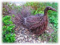 Kuvahaun tulos haulle risutyöt Branches, Small Vegetable Gardens, Basket Weaving, Garden Art, Outdoor Gardens, Garden Sculpture, Outdoor Structures, Vegetables, Creative