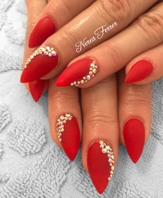 Unhas Vermelhas com Joias Healthy Eating For Kids, Healthy Living Tips, Red Sparkly Nails, Ceramic Knife Set, Finger, Kids Meal Plan, Cooking Classes For Kids, Hot Nails, Pottery Making