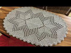 TAPETE OVAL DESENHO LINDO E FÁCIL - YouTube Crochet Bedspread, Crochet Doilies, Crochet Stitches, Crochet Hooks, Crochet Border Patterns, Doily Patterns, Crochet Squares, Crochet Carpet, Crochet Table Runner