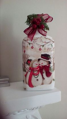 Decoupage Christmas bottle crafts christmas Christmas DIY Decorations Easy and Cheap – Snowmen Candle Holders Glass Bottle Crafts, Wine Bottle Art, Painted Wine Bottles, Decorated Bottles, Christmas Decoupage, Christmas Crafts, Christmas Decorations, Christmas Ornaments, Christmas 2017