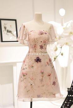 Korean Fashion Dress, Ulzzang Fashion, Kpop Fashion Outfits, Girl Outfits, Fashion Dresses, Pretty Outfits, Pretty Dresses, Beautiful Dresses, Simple Dresses