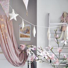 """INSPIRATION & WEBSHOP på Instagram: """"Ser nu den söta stjärnvimpeln i lite glänsande vitt? Finns i shoppen ☁️☁️ Underbart fint hos @jessiewilce ✨"""""""
