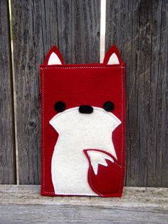 This adorable little fox case is perfect for protecting your iphone, ipod etc. Each case is lovingly hand made with a double layer of the