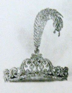 A classical-looking diamond tiara with a large diamond feather, which is detachable, coming out of the center. This is in stark contrast to natural feathers, which were very popular to wear in the hair during the 1920's