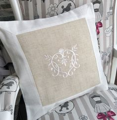 Coussin cool coussin x cm nico with coussin st Lounge Cushions, Scatter Cushions, Embroidered Bedding, Shabby Chic, Pillow Inspiration, Vintage Cross Stitches, Linens And Lace, Linen Pillows, Textiles