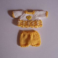 OOAK Handmade knitted outfit for miniature baby doll Knitting Dolls Clothes, Baby Doll Clothes, Knitted Dolls, Doll Clothes Patterns, Barbie Clothes, Crochet Clothes, Baby Dolls, Crochet Outfits, Minis