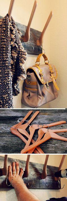 DIY Pour l'entrée, 12 porte-manteaux.(http://www.thebudgetdecorator.com/12-creative-diy-coat-racks/)