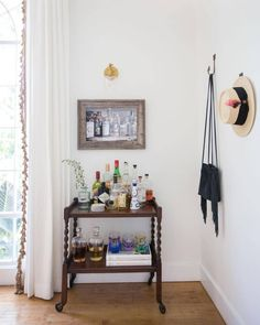 This Los Angeles bungalow boasts travel inspired decor and a designer eye for detail. E Design, Interior Design, Modern Couch, California Homes, Inspired Homes, Elle Decor, Bars For Home, Ladder Decor, Room Decor