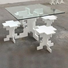 Pixels dining room table and stools / chairs - funky geek / tech funny . Funny Furniture, Cool Furniture, Stool Chair, Cool Coffee Tables, Glass Table, E Design, Dining Room Table, Innovation Design, Game Room
