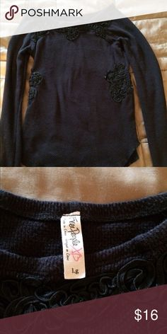 Free people long sleeve top In excellent used condition although size says large but this did shrink so it will fit as a s/m make offers no trades Free People Tops Tees - Long Sleeve
