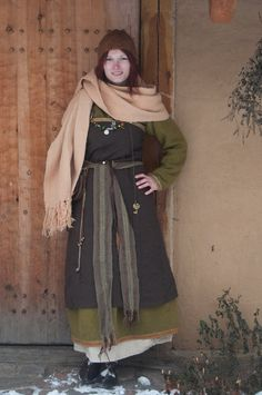 Viking (that is to say early Medieval Norse) woman Viking Garb, Viking Reenactment, Viking Dress, Norse Clothing, Medieval Clothing, Female Clothing, Historical Costume, Historical Clothing, Historical Photos