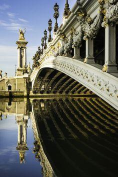 Photo Beside the Pont Alexandre III, Paris par Neville Jones on 500px