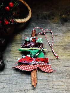 Easy Christmas Ornaments, Christmas Crafts For Adults, Handmade Christmas Decorations, Diy Christmas Tree, Christmas Projects, Holiday Crafts, Homemade Christmas Crafts, Homemade Christmas Ornaments, Kids Ornament