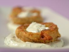 Ciuperci_in_aluat_cu_sos_de_smantana_marar_si_usturoi Baked Potato, Potatoes, Baking, Ethnic Recipes, Food, Red Peppers, Potato, Bakken, Bread