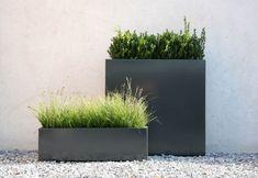 Rechthoekige en vierkante plantenbakken bij TuinExtra in antraciet, zilvergrijs of wit