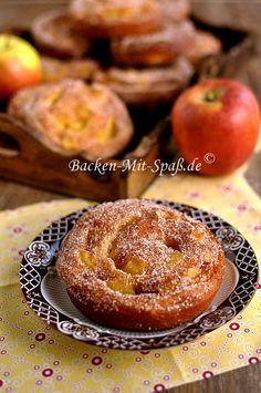 Apfelkrapfen Beignets, Apple Recipes, Sweet Recipes, Cookbook Recipes, Cooking Recipes, German Baking, German Cake, Kinds Of Desserts, Maila