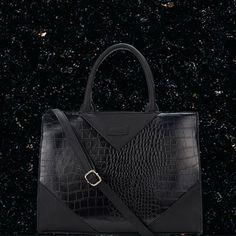 ZURI Tote Bag  Black Tote bag women handbags Women's fashion styles outfits inspiration Come say hi -> more styles inspo: www.instagram.com/vv.moodboard