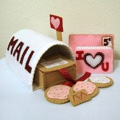 Felt Mailbox Valentine Pattern - PINK POST OFFICE - Send letters and cookies. $6.00, via Etsy.
