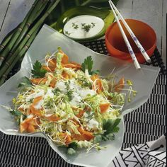 Chinakohl-Möhren-Salat Rezept | LECKER Cabbage, Low Carb, Spaghetti, Paleo, Cooking Recipes, Snacks, Meat, Chicken, Vegetables