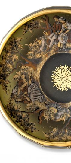 Detail - Kamenický Šenov - Mísa s figurálním motivem ,     ručně malované sklo, rozměr 7 x 27 cm .         Pozlacené detaily Plates, Tableware, Licence Plates, Dishes, Dinnerware, Griddles, Tablewares, Dish, Place Settings