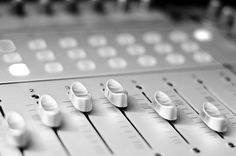 Mixing Hip Hop - Improve your Music Productions Guaranteed! Mixing Music: Learn the BEST music production & mixing techniques used by the pros on numerous platinum selling records!