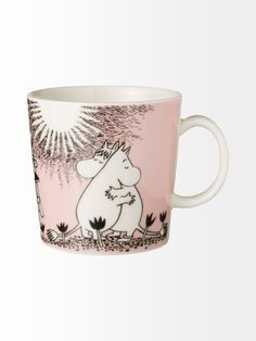 The Arabia Moomin Love Mug is a delicate pink mug that celebrates the long friendship between Moomin and Snorkmaiden. When buying Moomin designs you buy more than just a mug. Les Moomins, Moomin Mugs, Cappuccino Tassen, Tove Jansson, Porcelain Mugs, Ceramic Cups, Malm, My Tea, Pink Love