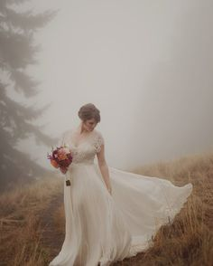 To end your lovely evening we have an absolutely stunning bridal portrait from @kristenmarieparker that we found on @intimateweddings. Dress: @bhldn   Hair: @shyn_midili   Flowers: DIY by aislesociety