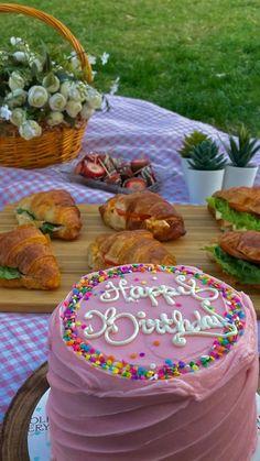 Pretty Birthday Cakes, Pretty Cakes, Cute Cakes, Cute Food, Yummy Food, Comida Picnic, Picnic Birthday, Think Food, Snacks Für Party