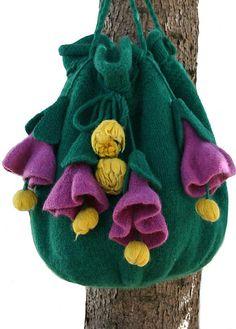 Pop Up Flowers Knit & Felt Bag, qué flores!!!