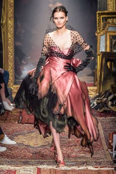 Moschino RTW Fall 2016 - Dramatic!!!