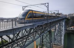 Metro travelling south along the Dom Luis Bridge from Porto