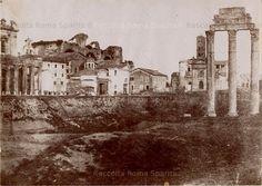 Foro Romano, accanto a Santa Francesca Romana (S.M.Nova) è visibile la casa dove i fratelli Beccari avevano una fabbrica di letti in ferro battuto, che fu abbattuta nel 1886 Anno: 1855 ca