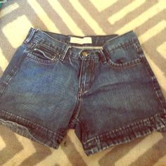 Old Navy Jean shorts Old Navy Mid-Rise Jean shorts! Like new! Price is firm Old Navy Shorts Jean Shorts
